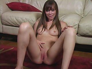 Tu compañero de cuarto es una actitud caliente de la masturbación del nudista