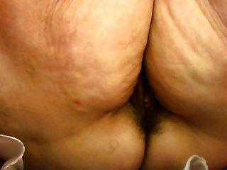 Upskirt en la tienda abuelita no panty