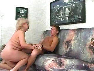 Bbw rubia abuelita folla con el hombre joven