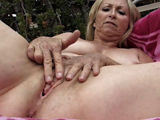 Mis abuelitas encantadoras 02 (masturbación loca !!!)
