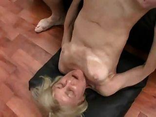 Abuelita rubia en sexo trios por snahbrandy