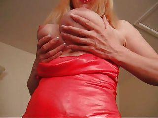 F60 tetas grandes dama vestido rojo