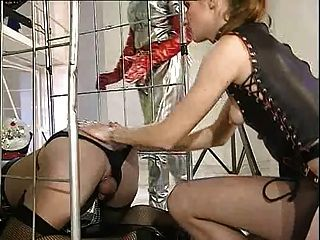 Shemale alemana triple puño anal y fisting pie