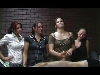 Chicas de oficina jerky cfnm handjob