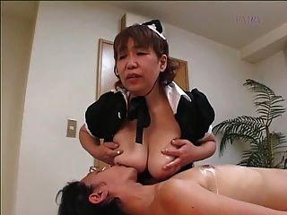 ¡Criada japonesa peluda de la abuelita !!!!