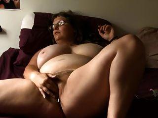 Bbw chica con vidrio se masturba en la cama