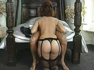 Clásico natural gran breasted mujer disfrutando de su hombre