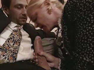 Abuelita y milf en medias mierda