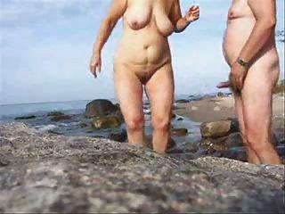 Sexo de pareja madura en la playa desgaste tweed