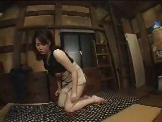Mujer japonesa casada se aprovecha de