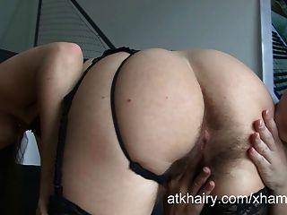 Dos peludas lesbianas petra y eden muestran sus coños