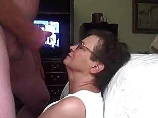 La abuela obtiene un facial