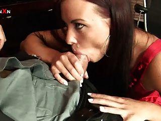 Anal fucking y fisting anal sexo en la oficina con alysa