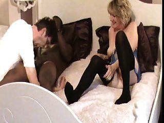 El marido disfrutar de su esposa follando (cornudo)
