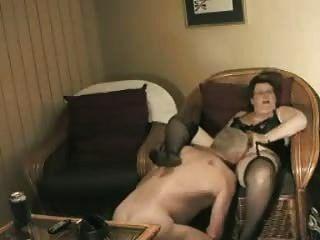 Abuela casera se prepara para joder abuelo
