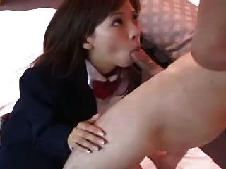 Muy linda chica asiática chupa bf