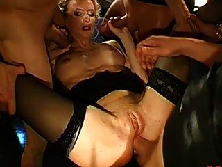 Bukkake alemán del coño y gangbang anal