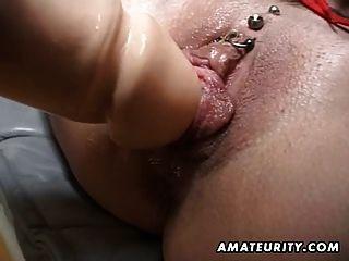 Milf amateur obtiene su culo y coño jugueteado con cum facial