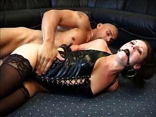 Hottie anal danesa sodomizada con ballgag y latex