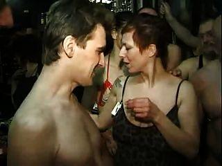 Cumpleaños en el club swinger