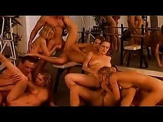 Orgía después del entrenamiento (coño y anal) por babestv