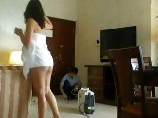 Parpadeando el limpiador del hotel