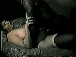 Esposo obtiene segundos descuidados después de chico negro folla a su esposa