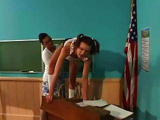Estudiante folla profesor con strapon