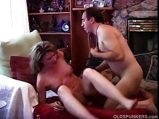 Muy sexy aficionado maduro ama a la mierda