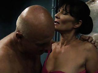 Viejo hombre folla adolescente y una mujer madura