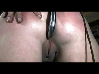 Bdsm esclavo sasha encadenado azotado y anal enganchado