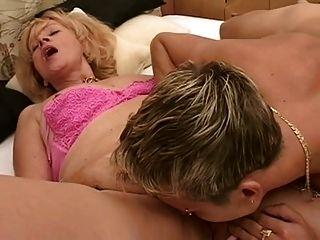 Sexo caliente de la abuelita