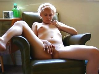 Masturbación linda tetas pequeñas