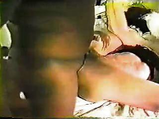 La verdadera esposa disfruta consoladores negros y parte de música 80s 2 por favor lea y comente:)