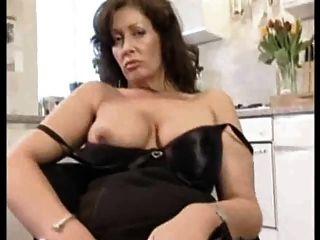 Señora muestra todos los 62