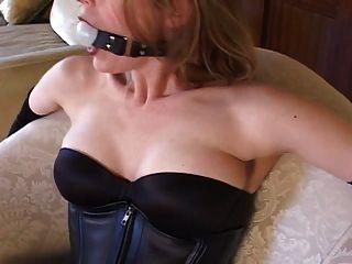 Bondage con las medias atractivas y los altos talones (bombas negras 6inch)