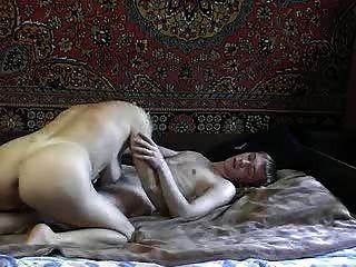 Caliente rusa tía con chico joven