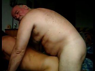 Gay más viejo mierda un culo joven agradable