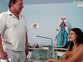 Adolescente pelirrojo peludo gyno especulum examen