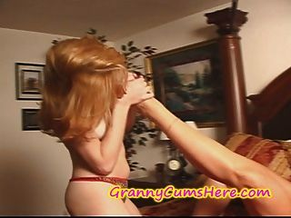 La abuelita come un coño caliente joven