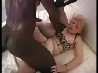 Madura mujer rubia le gusta el ébano dick