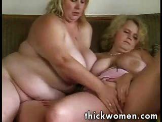 Dos chicas gordas lesbianas