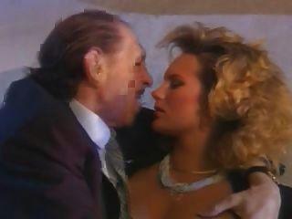 Un cornuto italiano y su esposa más caliente