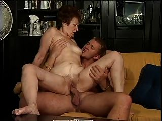 Abuelita alemana y su joven amante
