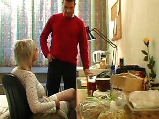 Sexy mamá 74 rubia madura con un hombre joven