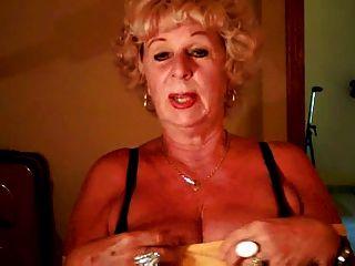 Abuela andrea muestra sus tetas jugosas