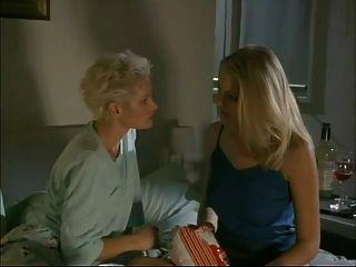 Seducción de maxine (el acosador) escena lesbiana