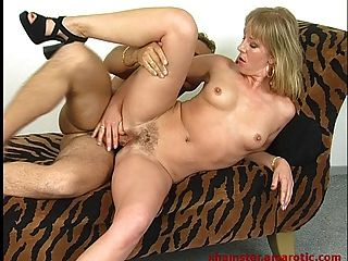 Milf deepthroat \u0026 ride dick till cumshot to swallow 1 de 2