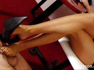 Secretaria de nylon pantyhosed da shoejob y footjob