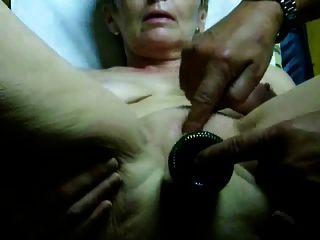 Muy caliente abuelita orgasmo